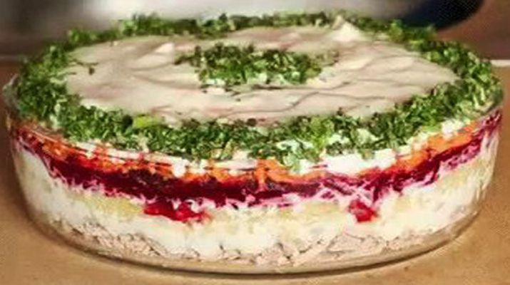 Однажды в гостях я попробовала салат «Корель». Решила что на Новогодний стол 2018 этот салат замечательно подойдет