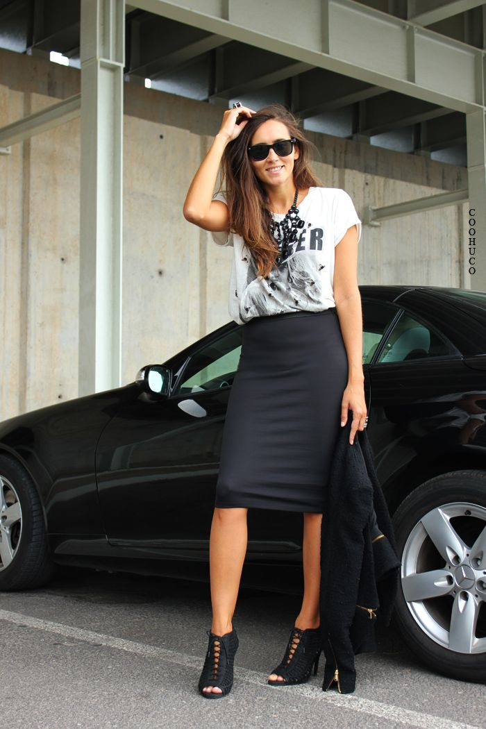 grunge office look? stretchy skirt + loose top + black statement necklace