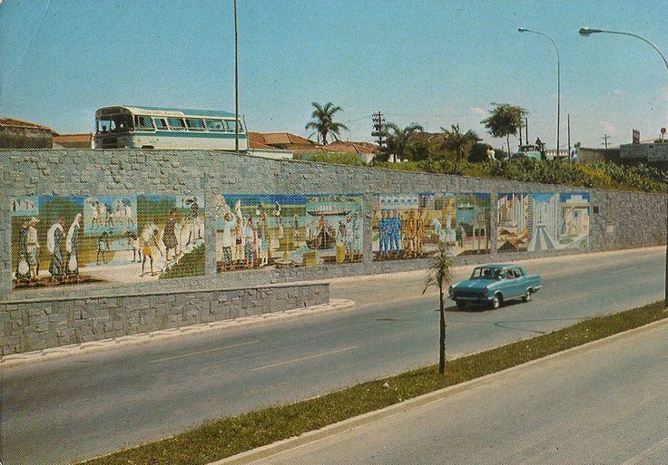 Av Rubem Berta / Cartão-postal da época da inauguração do mural com painel de Clovis Graciano