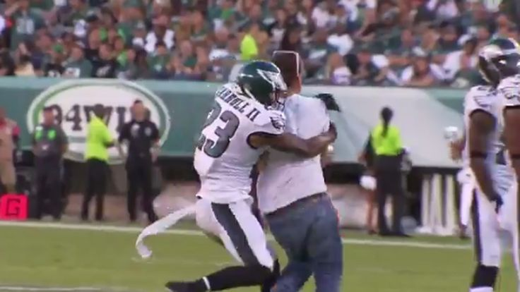 An Eagles player tackled an idiot on the field all by himself