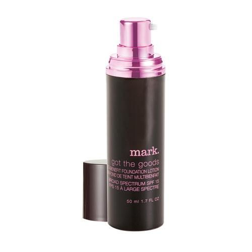 An oil-free liquid formula that's so good it not only contains broad spectrum UVA and UVB protection it also leaves skin with a radiant glow and a dewy finish.