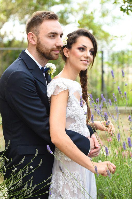 Un matrimonio intimo accarezzato dai toni soffici del tramonto sulle colline dell'Umbria.