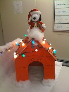 Snoopy cubicle decoration – I should do this at Christmas time at work! | best stuff