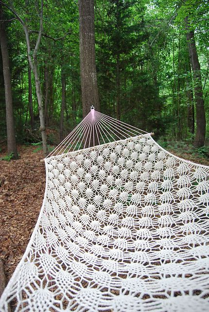 Wow!!! I want to make a hammock! Ravelry: min0u's pineapple hammock