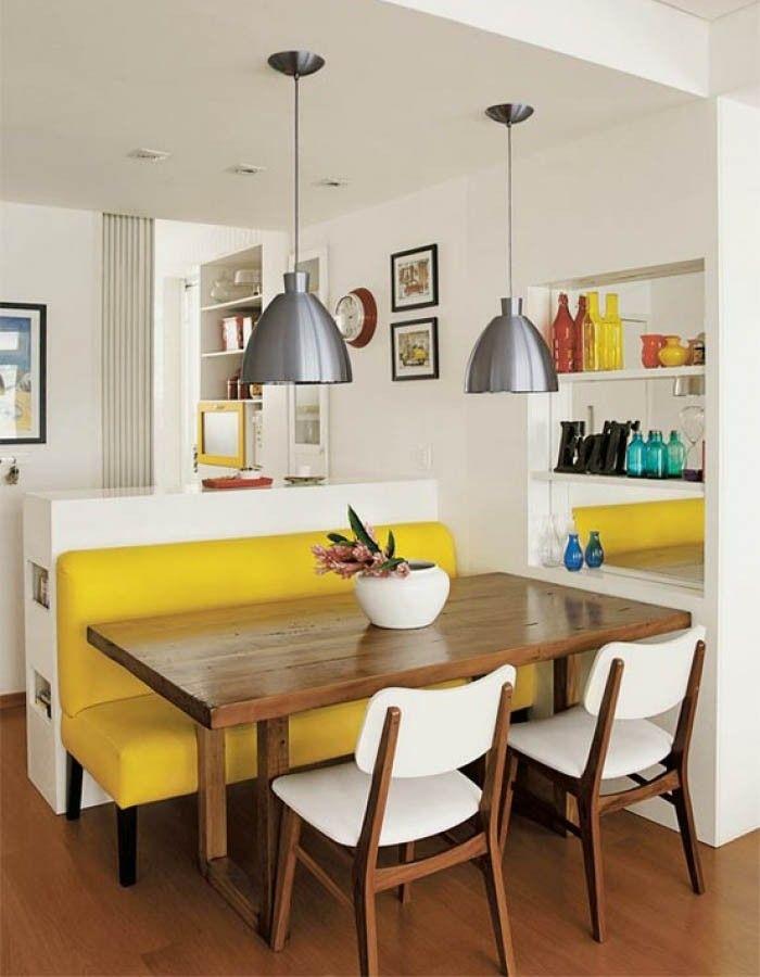 Não importa quão pequena seja uma sala, sempre vai ter um cantinho para acomodar a mesa e deixar a decoração aconchegante! A melhor ...