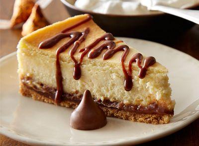 Recette de Gâteau au fromage au chocolats HERSHEY'S KISSES remplis de caramel