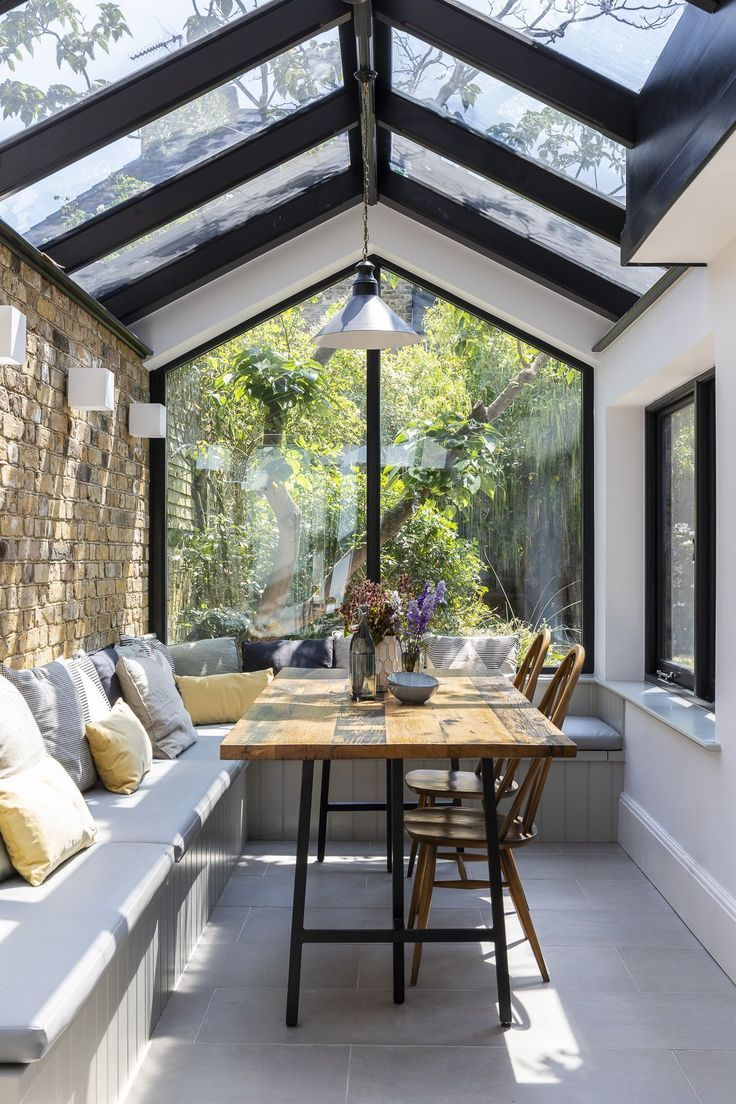 Interior Design von Imperfect Interiors in diesem großen offenen Küchentisch