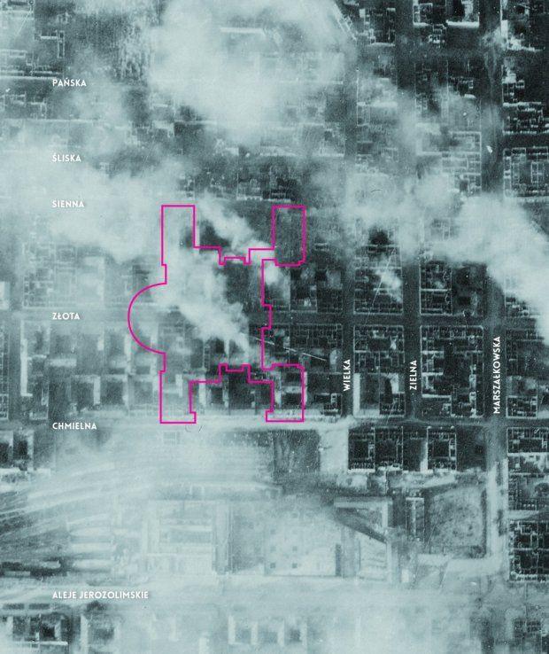 Niemieckie zdjęcie lotnicze wykonane tuż przed wybuchem powstania, 27 lipca 1944 roku. Jasne miejsca to puste parcele po domach zburzonych w efekcie niemieckich nalotów we wrześniu 1939 roku oraz bombardowań sowieckich w czasie niemieckiej okupacji.