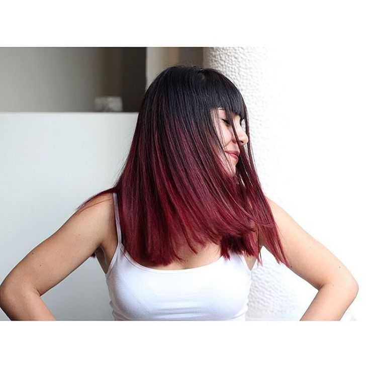 Burgundy hair para nuestra amiga Clienta @nattipeez por @malemales  #Burgundyhair  #bobstdo #bobheadmale #womenhairstyle #womenhaircut #haircut #shorthair #hairstyle #lastarria #scl #JavieraMena #festivaldeviña