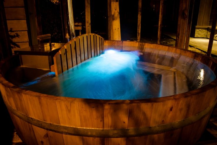 A hot tub heated up by firewood. Perfect for a cold evening in Pucón.  Hot tub for relaxing in an intimate and natural environment. #cocurantuhotelboutique #pucon #chile #surdechile #hotelboutique #hotelboutiquechile #relax #arquitecture #ecofriendly #design #decoration #wood #madera #southamerica #travel #viaje #wanderlust #nature #naturaleza #elegance #luxury #vacation #hot tub #íntimo #intimate #romantic #firewood