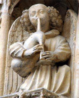 MusicArt CORNAMUSA. Notre-Dame de Caudebec-en-Caux (1510) La cornamusa (del francés cornemuse, formada de corne cuerno y muse, divertirse o vagar)[1] es un instrumento musical de viento de doble lengüeta cuyos orígenes se remontan al Imperio romano. Es similar al cromorno y no debe ser confundida con la gaita.