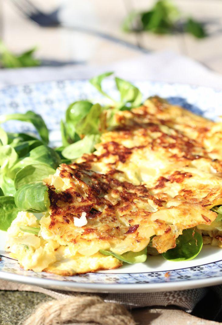 Hüttenkäseomelet met knoflook   Omelette with garlic   Ei   Egg   Knoflook   Garlic   Veldsla   Salad   Ontbijt   Breakfast   Eten   Food   Eten   Food   Gezond   Healthy   Dreambody transformation   De Levensstijl   Asja Tsachigova
