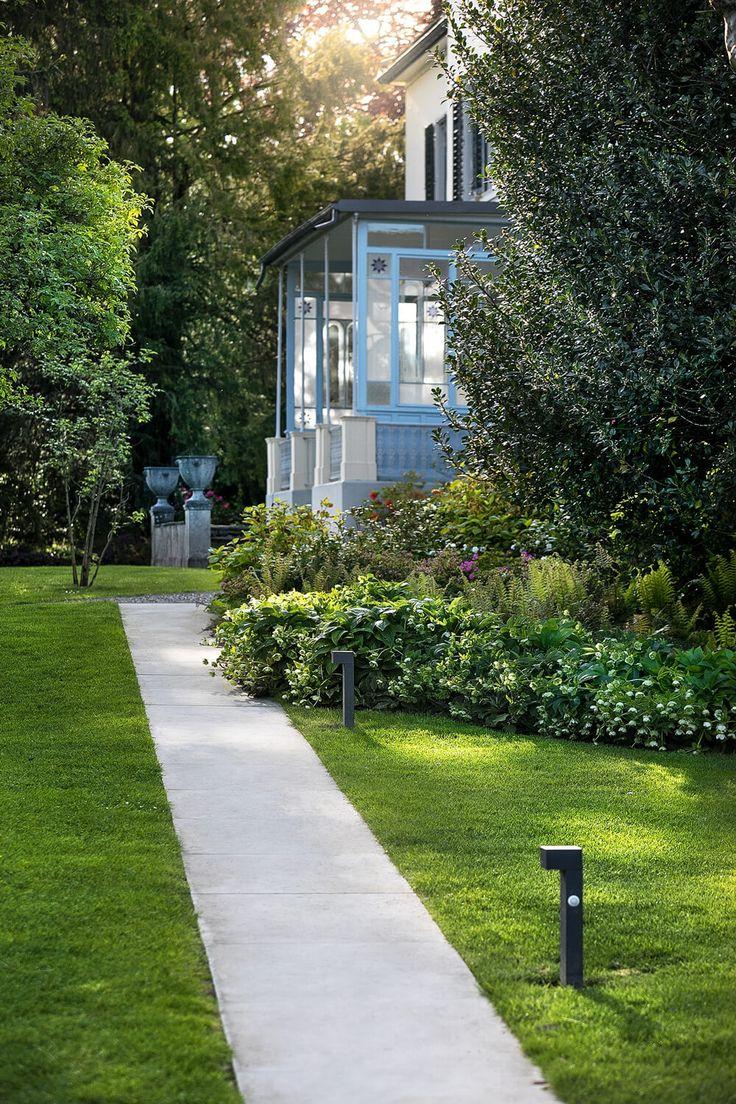 Villa am Zürichsee - Parkanlage - PARC'S Landschaftsarchitektur – photograph by Claudia Below