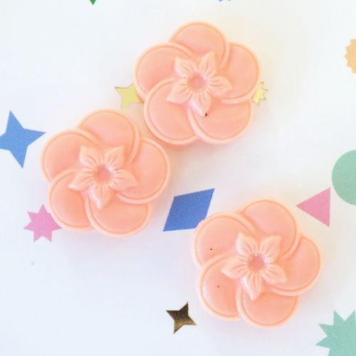 ヴィンテージボタン(ピンクの花型)