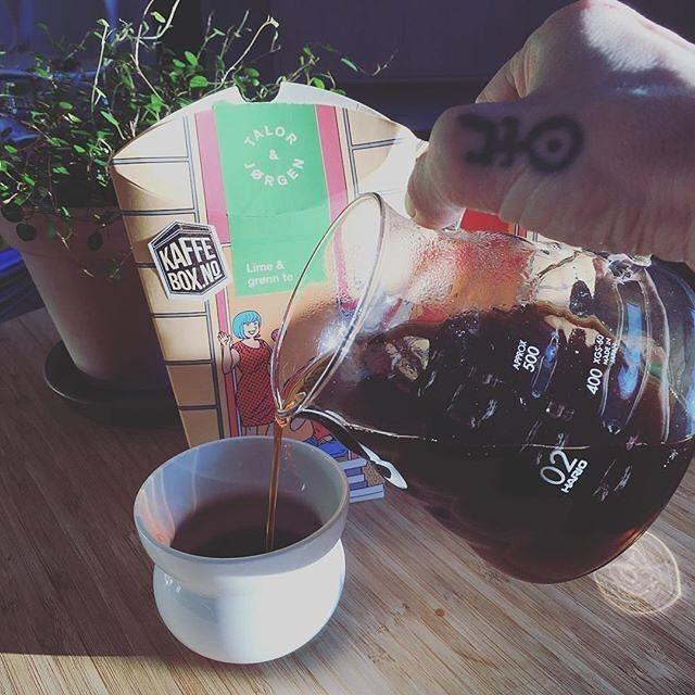 # @sisselkatt We're happy to be in the business of making mornings cosy :)  == KaffeBox memberpost ==   Morgenkos  . . . #kaffebox #handbrew #talor&jørgen #talorjorgen #coffee #blackcoffe #hario #figgjo #timwendelboe #kos