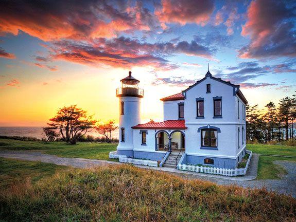 Faro principal del almirantazgo en la isla de Whidbey. Estado de Washington