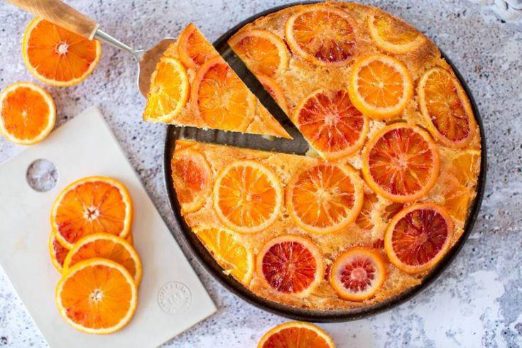 Läcker kaka med blodapelsin som bakas upp och ned.