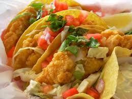 Tacos de filete de pescado, marinado en tequila con pico de gallo estilo ceviche y empanizado crujiente en tortilla de maíz o de harina.