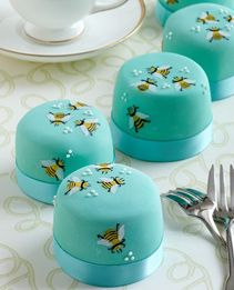 Honey bee mini cakes