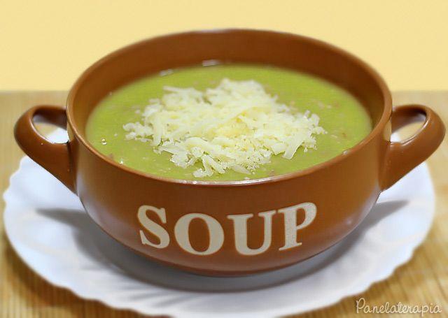 """Liguei para minha avó para perguntar como ela faz a sopa de ervilha que eu adoro. Confesso que devo ter mudado alguns pequenos detalhes, mas no fim deu certo e ficou """"quase"""" tão boa com…"""