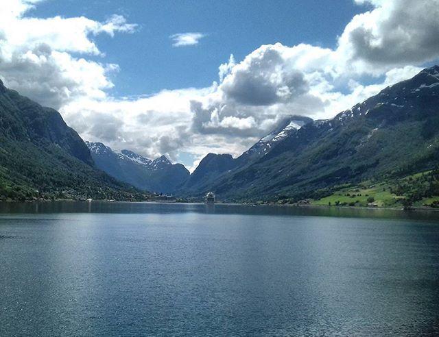 J'ai rêvé fendre les eaux profondes, toucher les montagnes et accoster dans des ports plus intimes que le plus petit de nos villages... #fjord #nordfjord #norway #igersnorway #ig_norway #loves_norway #visitnorway #europe_vacations #bns_norway #landscapeofnorway #bestofnorway #thebestofscandinavia #ilovenorway #norge #norvege #travel #voyage #paysage #landscape #beauty_of_nature #naturalbeauty #croisiere #cruise #voyage #travel #juillet2017 Natural Beauty from BEAUT.E