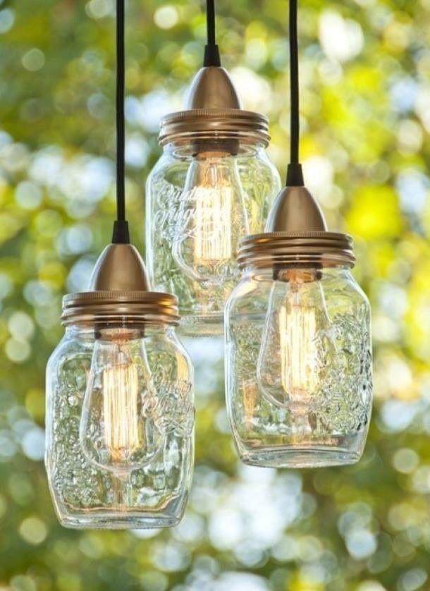 Zoek of bewaar een paar mooie glazen potten met deksel, koop fittingen met elektrisch snoer....& Bob's your uncle.