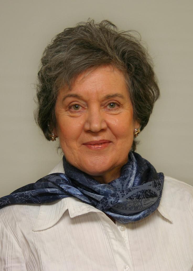 Caroline Bowen, Australia's speech path guru who specializes in phonology & apraxia...lots of freebies on this website...