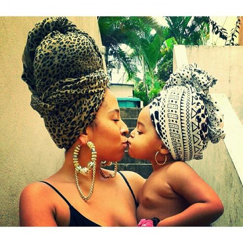 Beijos de amor ❤ Baiser d'amour ❤ Love Kiss ❤~African Prints, African women dresses, African fashion styles, African clothing, Nigerian style, Ghanaian fashion ~DKK