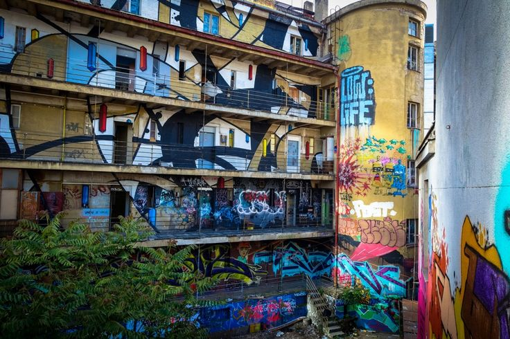 graffiti in prag der geschlossene trafakagalerie  urbanpresents  streetart urbex graffiti