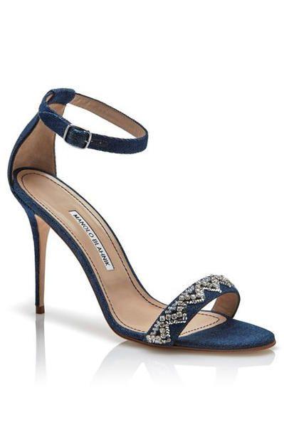 Rihanna firma con Manolo Blahnik una collezione di scarpe a booties, stilettos e cuissardes in jeans titolata Denim Desserts - Elle