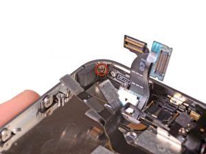 STAP 2. Verwijder de 1,5 mm Phillips schroef waarmee het scherm naast de power knop vast zit.
