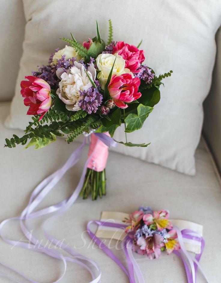 Букет невесты с тюльпанами, пионами, розами и папоротником  Розовый, белый, зелёный