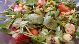 Marta kulinarnie: Wiosenna sałatka z truskawką i nutą sezamową