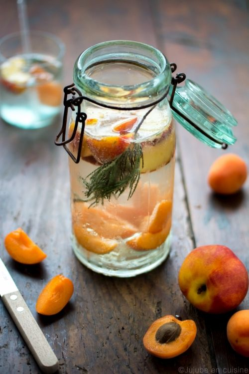 Detox water / eau aromatisée nectarine abricot romarin | jujube en cuisine