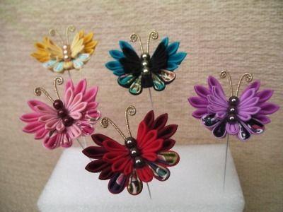 これまでも何度か作ってきた蝶飾り。今回は和柄を少し入れて、なんとなくアンティークな蝶に。Uピンに仕上げる予定。。。