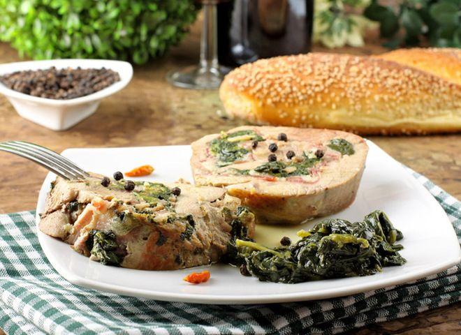 Телятина в духовке со шпинатом и овощами   Ссылка на рецепт - https://recase.org/telyatina-v-duhovke-so-shpinatom-i-ovoshhami/  #Мясо #блюдо #кухня #пища #рецепты #кулинария #еда #блюда #food #cook