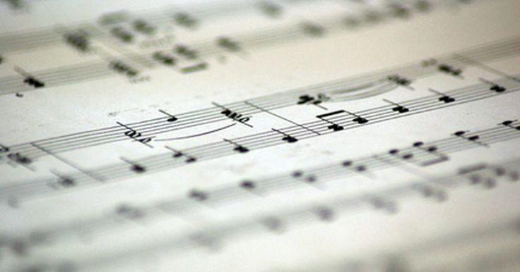 Cómo componer canciones con notación musical. Una notación musical es el lenguaje con el que los músicos se comunican entre sí. La música escrita indica qué notas tocar, los tonos y el ritmo. Otros símbolos que se usan en conjunto con las notas te ayudarán a tocar una pieza musical en particular. Escribir canciones con notas musicales es la forma más efectiva de leer y escribir en la música. ...