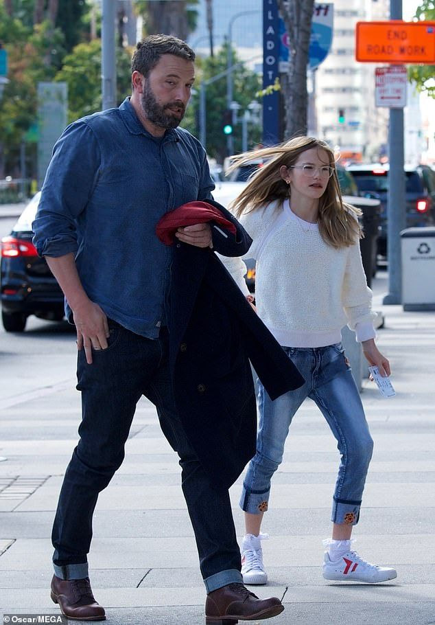 Ben Affleck Takes Violet On Daddy Daughter Date To See Cinderella Daddy Daughter Dates Ben Affleck Online Relationship Advice