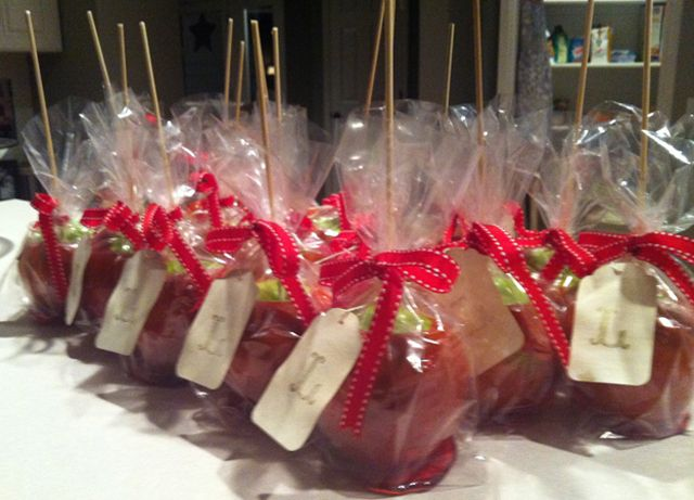 I can't help it, I just LOVE the idea of candy/toffee apples for the favours!