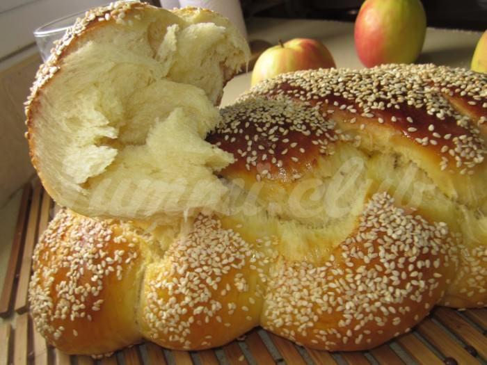На фото Хала (еврейская кухня)