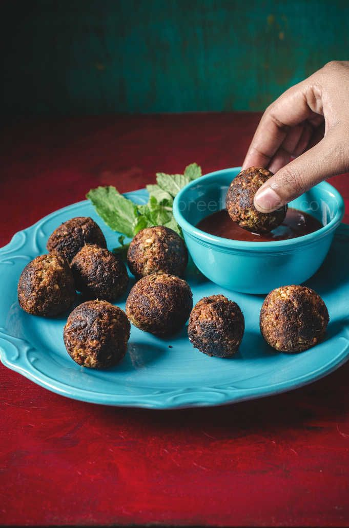 Soya Chunks Kola Urundai / Low Fat Soya Chunks Fritters