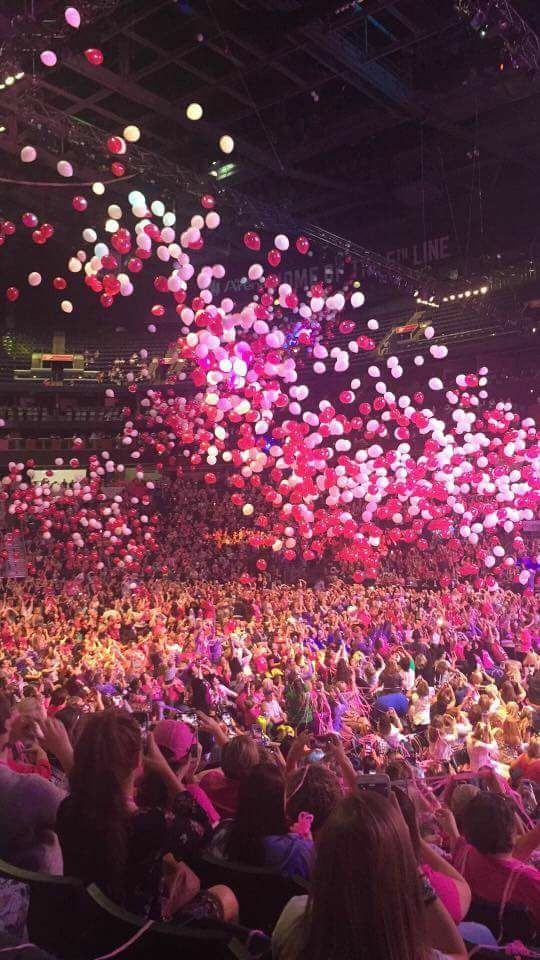 Thirty-One Conference was AMAZing! Balloon drop! #pink