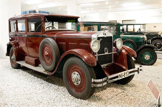 Praga Grand 8 (1929) s uzavřenou sedmimístnou čtyřdveřovou karoserií s vnitřní...