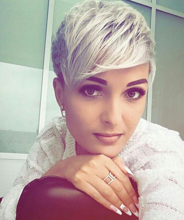Pretty platinum Pixie with bangs