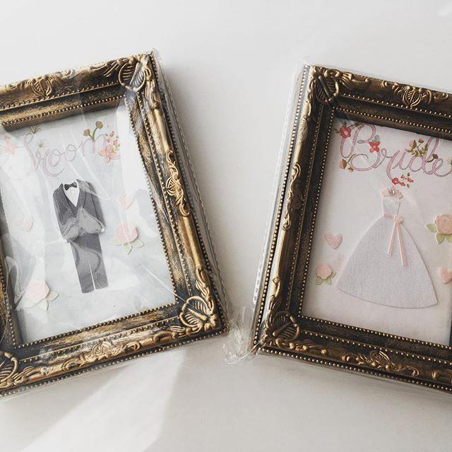 bride&groomの受付サインを制作! 海外のフリーフォーマットがめちゃ使える♩可愛くて、センスあるデザインで興奮!! ドレスとタキシードは、文具店で買ったシールを貼った! フレームはキャンドゥで★ 制作費は2つ合わせて、520円!! フレーム100円×2、シール300円、紙10円×2 #受付 #受付サイン #受付スペース #ウェルカムスペース #ウェルカムグッズ #プレ花嫁 #手作り#キャンドゥ#bride #groom #ウェディング #ウェディングdiy #ウェディング小物 #2017春婚 #ウェディング準備