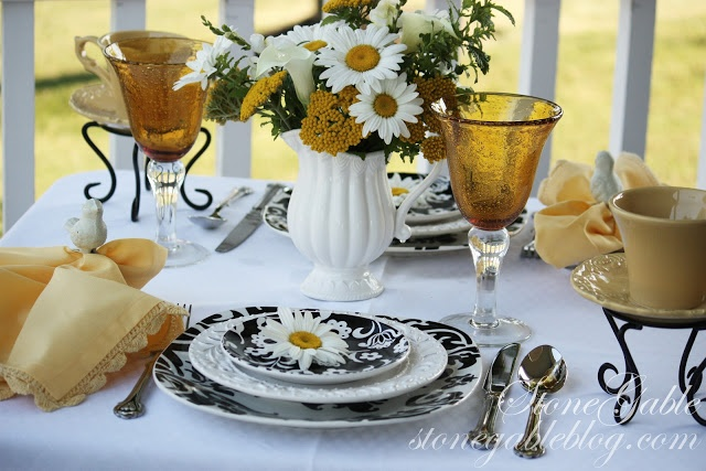 StoneGable: FRESH AS A DAISY TABLESCAPE