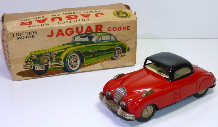 Nomura Old Fashioned Battery Operated Tin Car