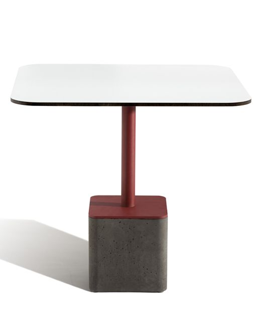 Las mesas modernas cuadradas GUS + TOP H3de CAPDELL, son un diseño de Francesc Rifé. La base de hormigón arquitectónico y acero lo dicen todo. Si necesitas anclaje y estabilidad, esta es una muy buena opción de mesa. Su particularidad es que puede estar destinada a espacios exteriores así como interiores. ¿Te atreves con una