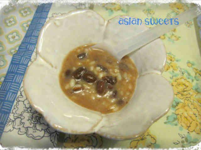 ほんのり温めて♡甘麹小豆のチェー    チェーは、ココナッツミルクベースのベトナムのデザート。和の甘麹と合わせて温めてみました。お腹がホッとする優しい味です。 クックあこ   材料 (2~3人分) ココナッツミルク 四分の一缶 つぶあん(缶詰でもok!) 大匙3 甘麹 大匙3 作り方 1  ココナッツミルクと小豆と甘麹の割合は、3対1対1くらいが、美味しいです。 2 アジアンスイーツは、おやつや食後に、小さめの器に控えめに盛っていただいくのがおしゃれです♪ 3  全部入れて、小さなミルクパンで温めます。 4  出来上がりです♡ 5 白玉、タピオカ、煮豆、バナナ角切りなど、合わせると美味しいです。大豆グラノーラをトッピングするのも合いますよ♪ 6 残ったココナッツミルクは、ジャスミンマムさんのこのレシピで♡レシピID : 833283 コツ・ポイント ココナッツミルク多めが美味しいです。夏は冷たくても美味しそうです。  飽きないよう作りすぎないのがコツかな。食べたいときすぐ作れるよう、ココナッツミルクや小豆を小分けにして保存しています♪ レシピの生い立ち…