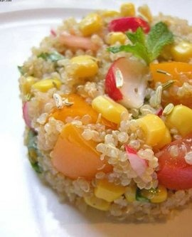 Quinoa en camaieu de jaune,orange,rose et rouge - quinoa with red & orange tomatoes, radishes, small onions, mint leaves, fennel seed and lime juice